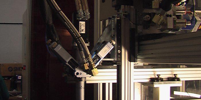 Cabezal dinamico para la aplicacion de silicona foam