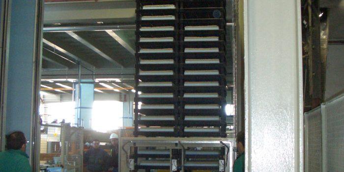 Transporte de pilas de baldosas a zona de curado