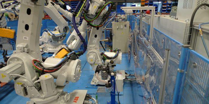 robot en posición de transporte