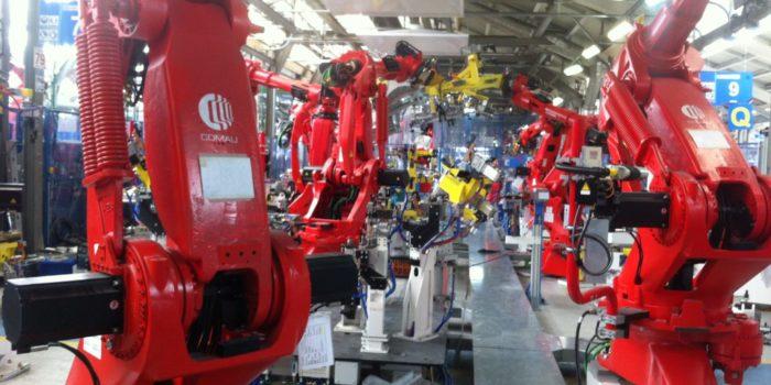 Soldadura robotizada. Robots en linea de pisos de furgoneta