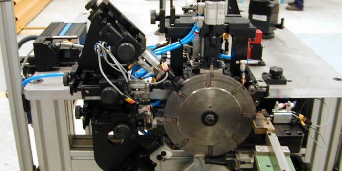 Maquina especial para la insercion de hilo SMD
