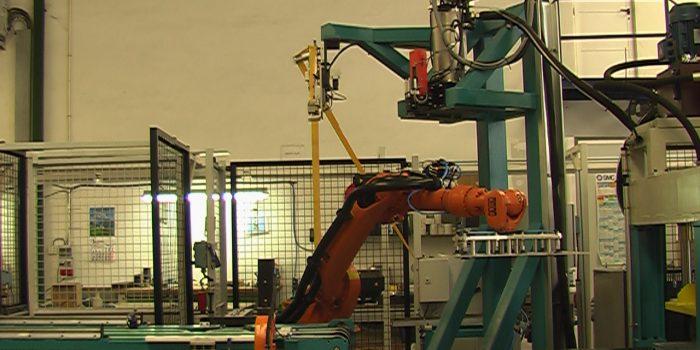 Adhesivado - Robot de aplicación de adhesivo Butyl