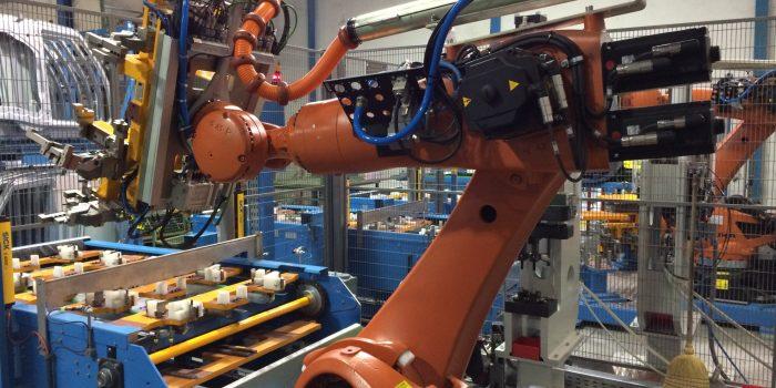 Robot manipulador en zona de encastre