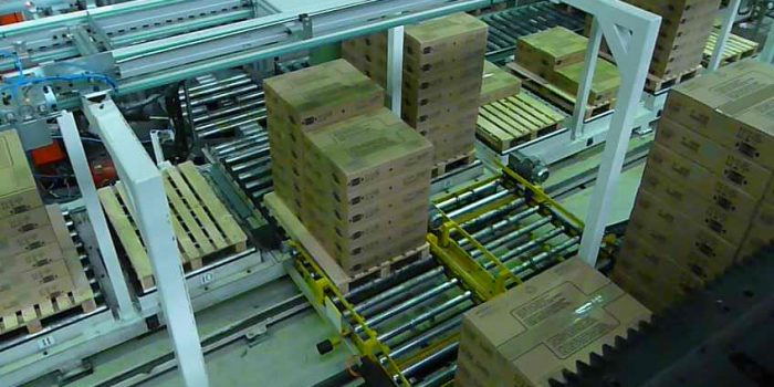 Palletizing gantry for pallets with product