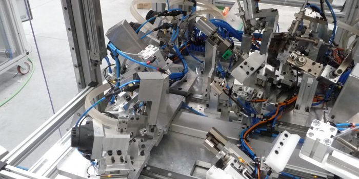 Maquina especial - Microcontrol con corrección y clavado