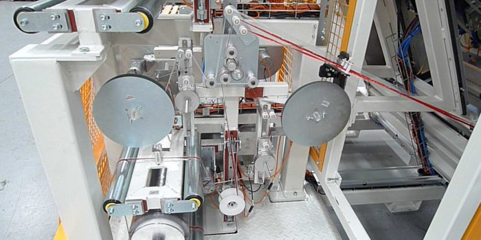 Automatic VHB adhesive tape feeder