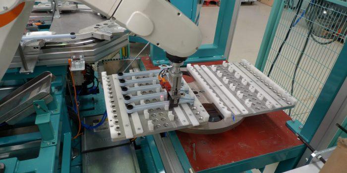 Salida robotizada en linea de amortiguadores